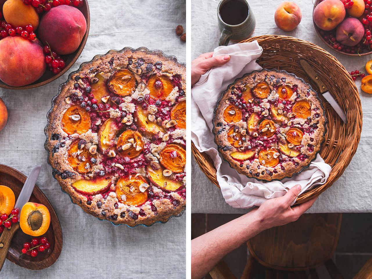 Letní koláč s ovocem a lískovými oříšky